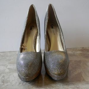 21d5f331b7 Fioni Night Shoes - NWT Fioni Nights Icicle Glitter Pumps
